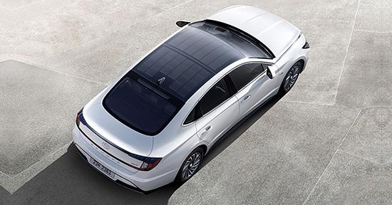 Hyundai lança primeiro modelo com sistema de carregamento solar